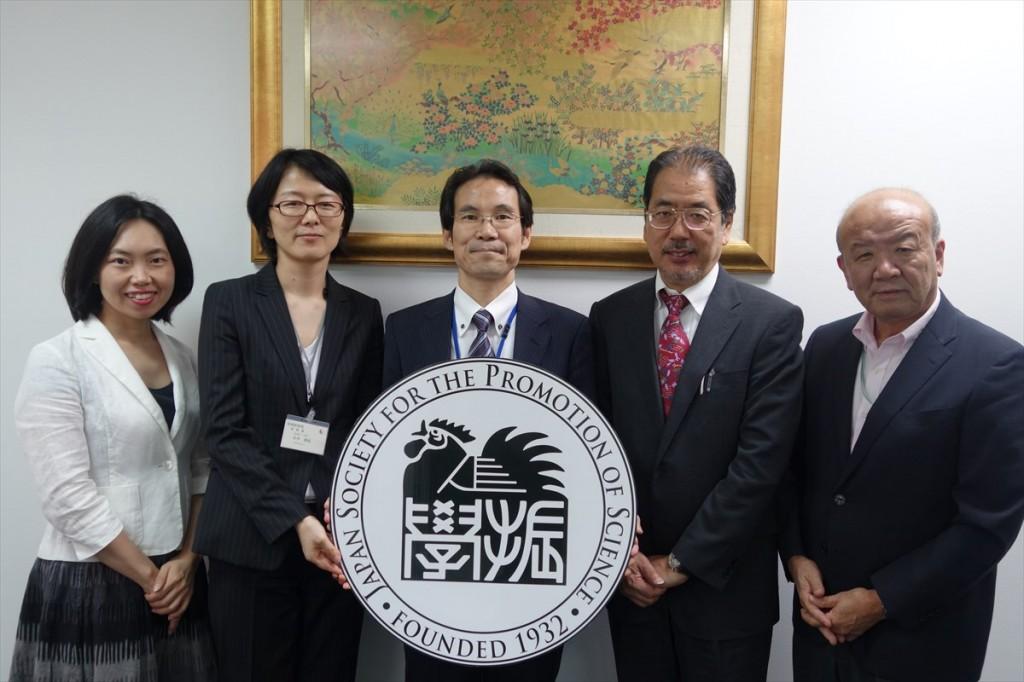 左から古屋副センター長、永井主査、三上主幹、白石理事、山下センター長