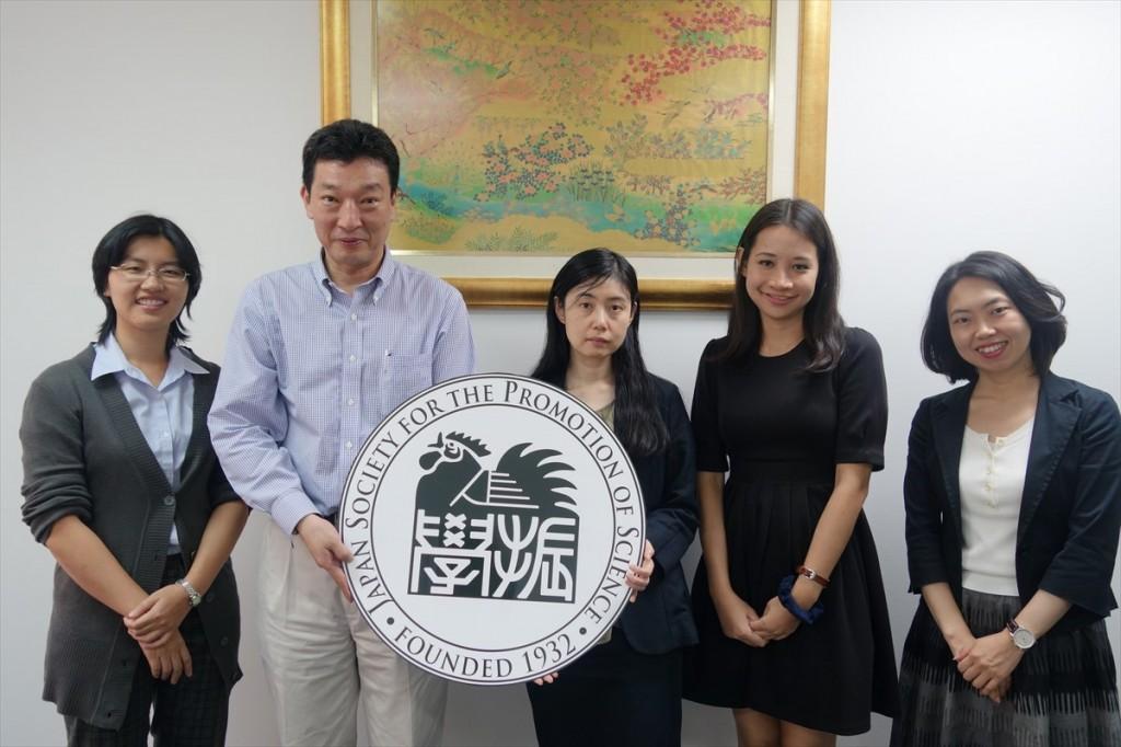 左からNuntaporn職員、萩原課長、内田係長、Monthira職員、古屋副センター長