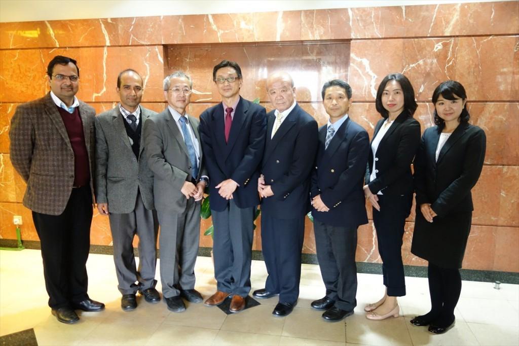 左からDr. Ranjan副会長、Dr. Rijan会長、家理事、浜田一等書記官、山下センター長、樋口人物交流課長、古屋副センター長、辻国際協力員