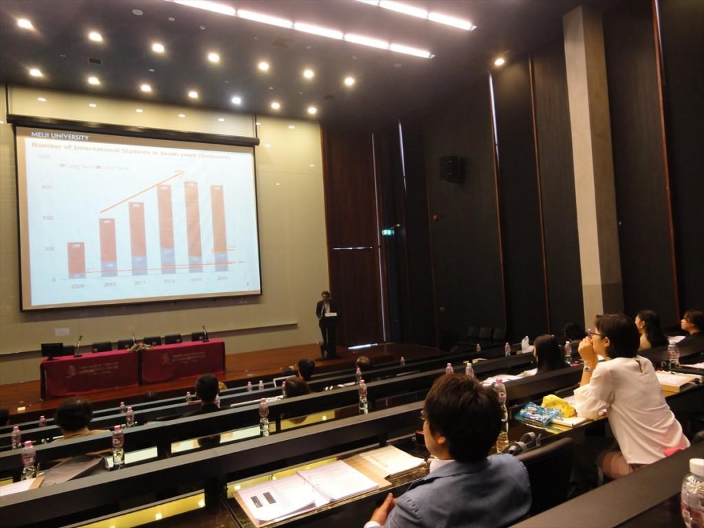 大学の参加者による発表