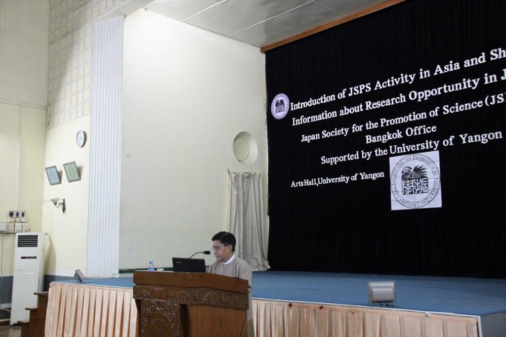 Kyaw Naing副学長の開会の挨拶