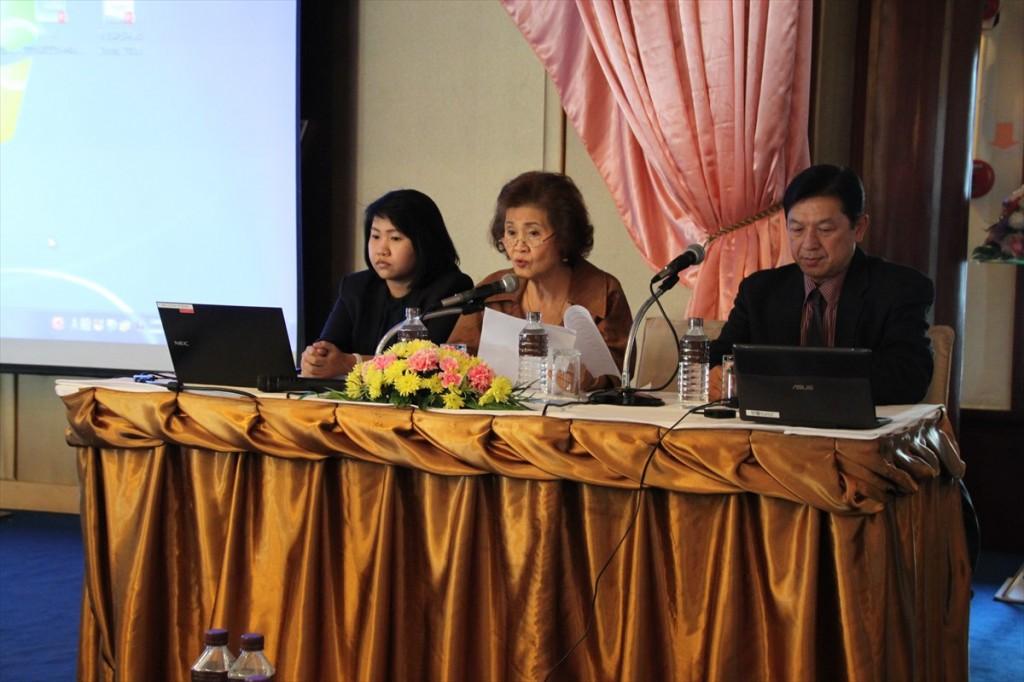 左からSupavadee理事、Sunee会長、Danai事務局長