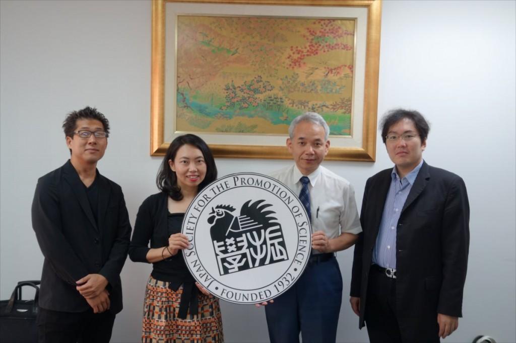平松准教授、古屋副センター長、櫛田学長、竹本准教授
