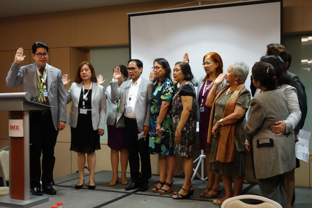 理事会新メンバーによる宣誓式