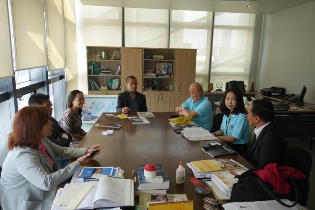 Raymond Girard  Tan副学長への表敬訪問