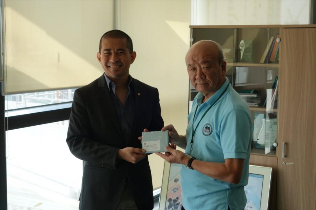 Raymond Girard  Tan副学長と山下センター長
