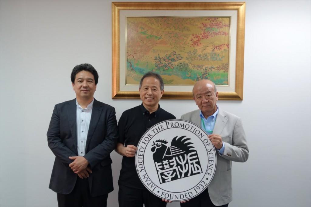 田中専任教授、小林副学長、山下センター長