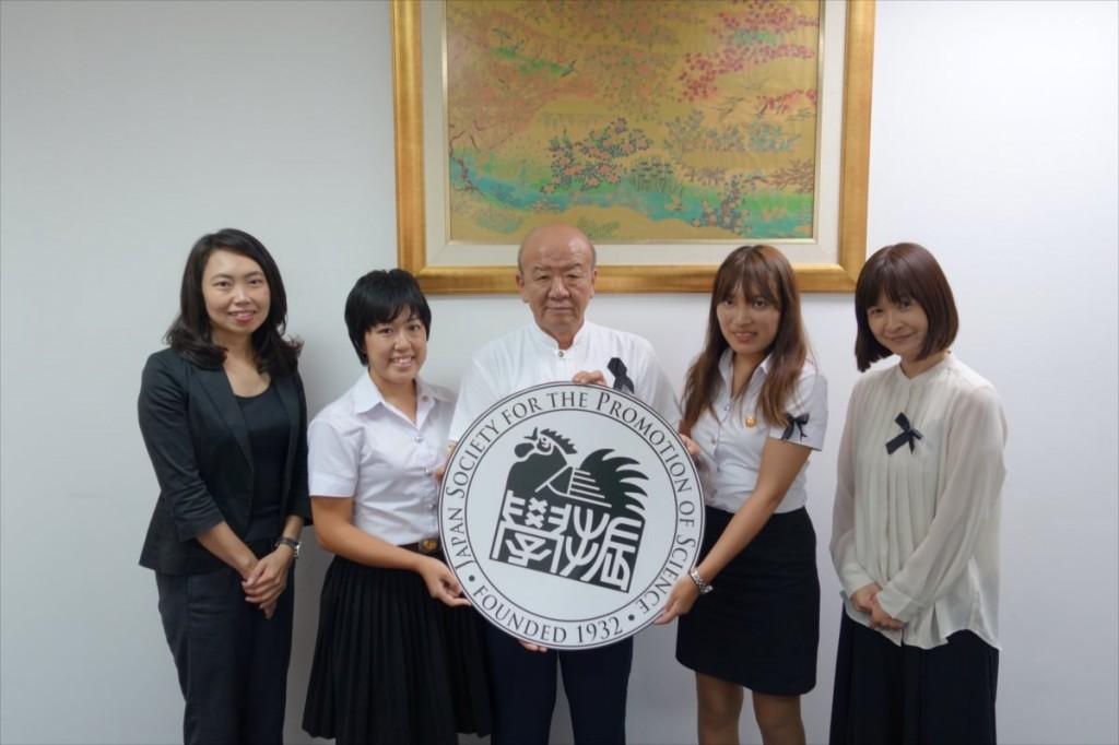 左から古屋副センター長、佐々木さん、山下センター長、前場さん、外山研究員
