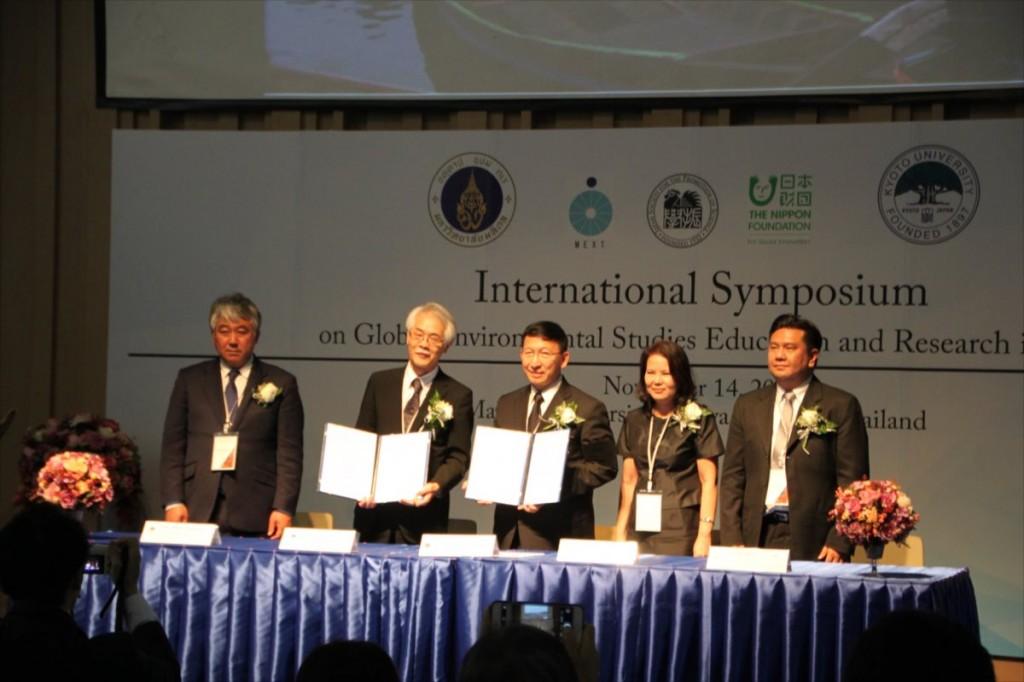 京都大学とマヒドン大学による署名式