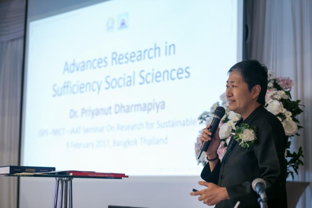 Dr. Priyanutによる講演
