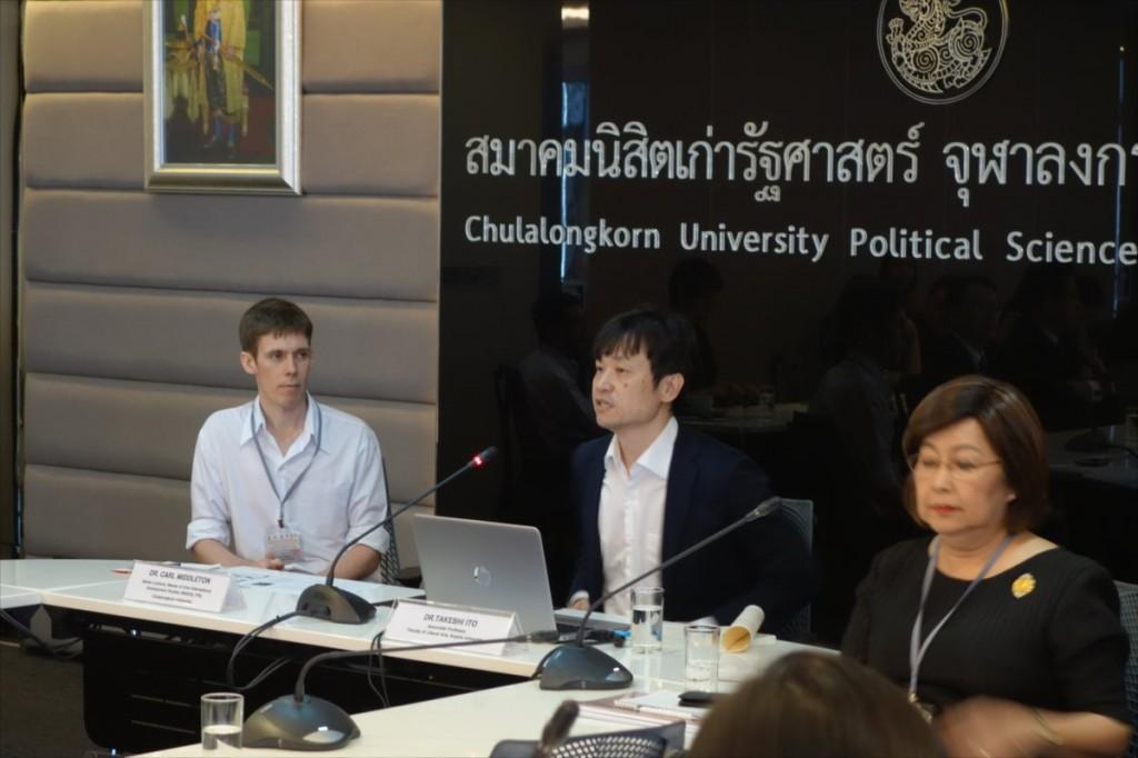 チュラロンコン大学 Dr. Middleton(左)、上智大学 伊藤准教授(中央)
