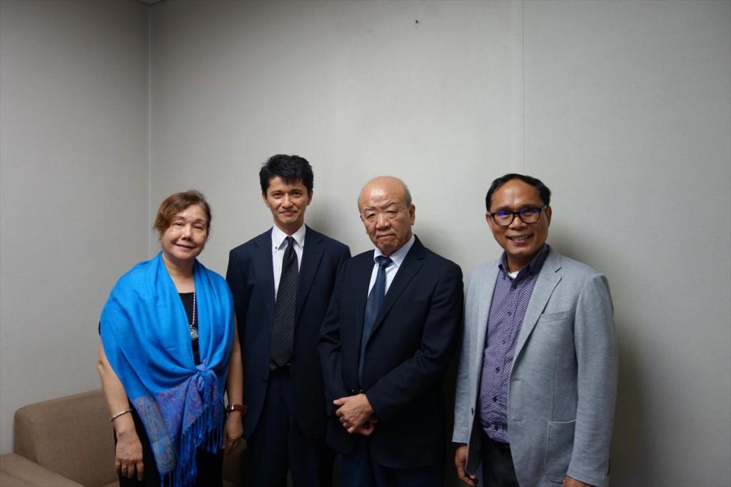 中村参事官(左から2人目)と
