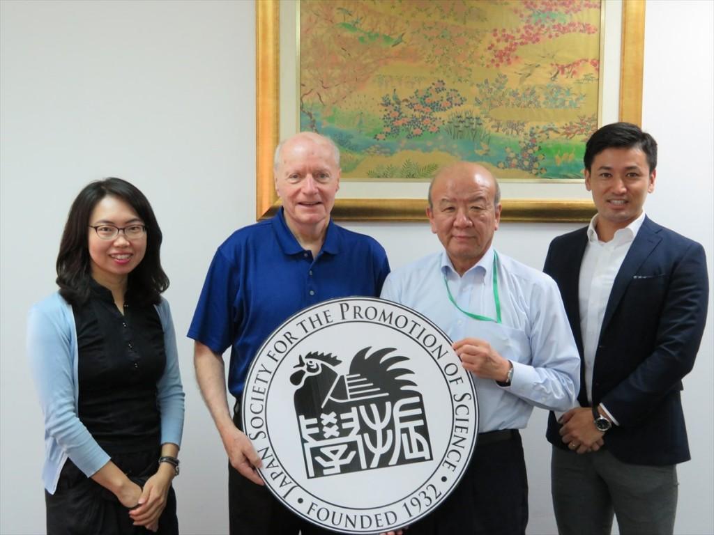 古屋副センター長、Dr. Dennis L. McNamara学長補佐、山下センター長、斉藤国際協力員