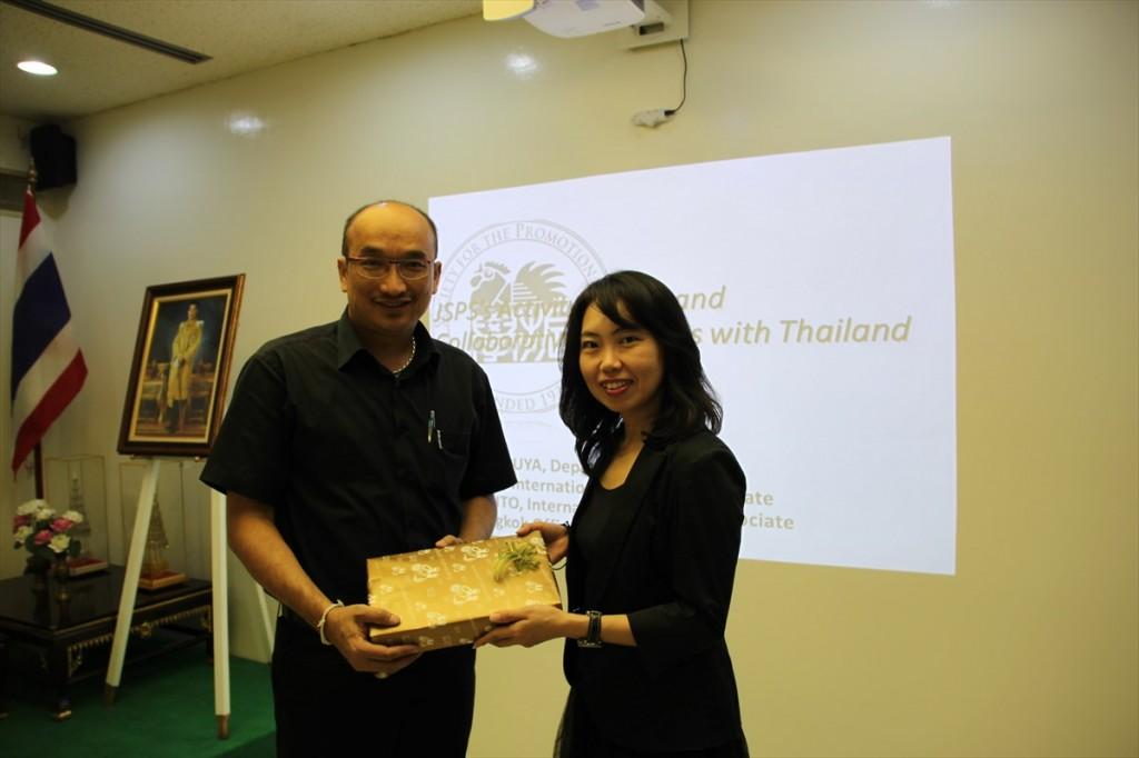 Dr. Tiwa Pakoktom農学部・研究センター長と古屋副センター長