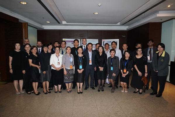 9日ネットワーキングセッション参加者(中央男性がchairのProf. Dr. Mongkol Techakumphu、中央左がRGJ Ph.D. Program Director Prof. Dr. Pramuan Tangboriboonrat