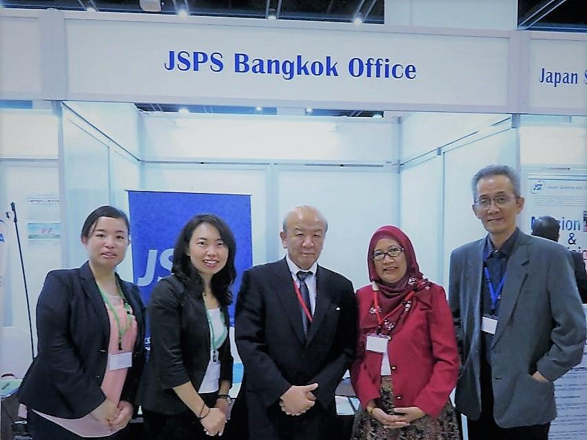 土肥国際協力員、古屋副センター長、山下センター長、Dr. Puspita Lisdiyanti(JAAT理事)、Dr. Wahyu Dwianto(JAAT理事)