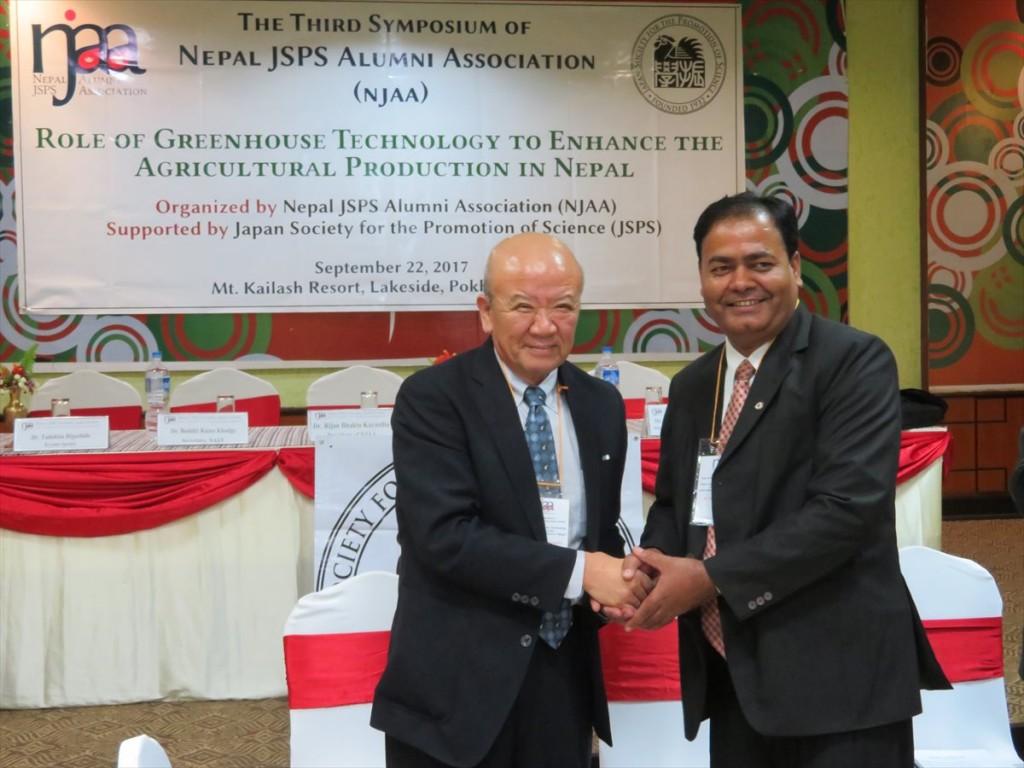 山下センター長とDr.Puspa Raj Poudel
