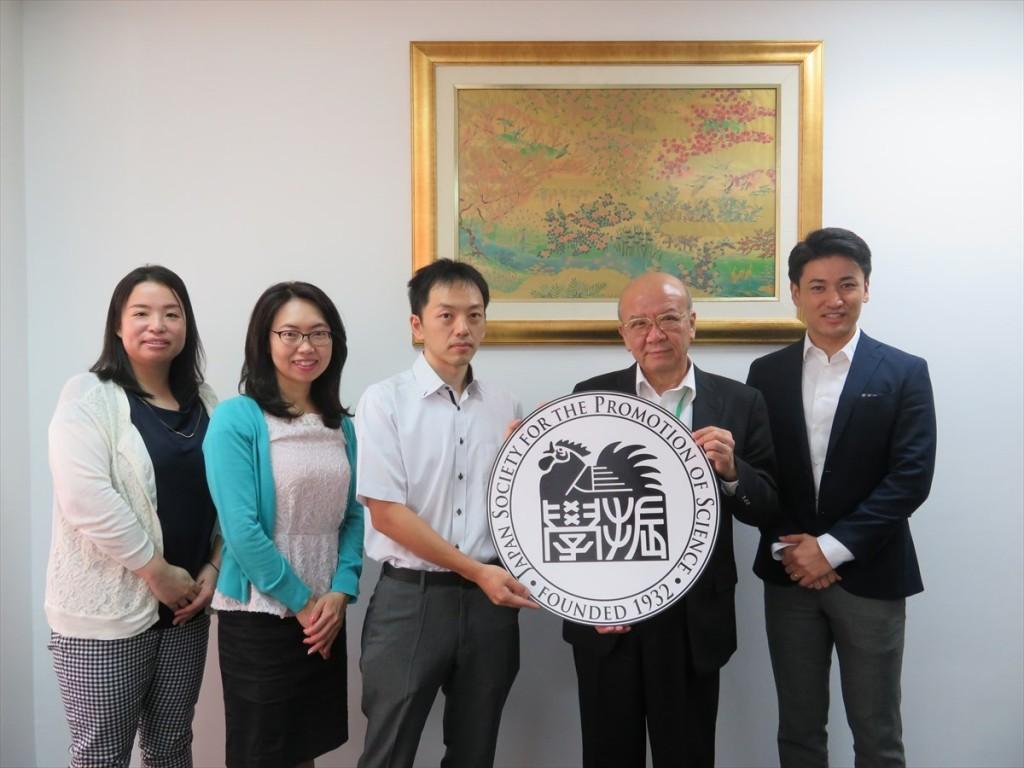 土肥国際協力員、古屋副センター長、和田研究員、山下センター長、斉藤国際協力員
