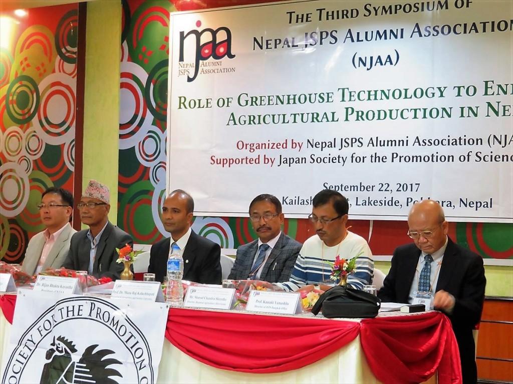 左から:東出先生、Dr. Khadge、Dr. Kayastha会長、Prof. Dr.Kolachhapati、Mr. Shrestha、山下センター長