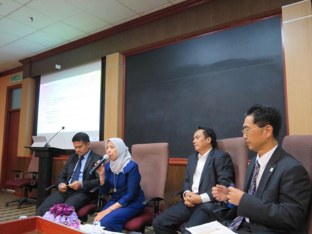 左から Mr. Zinuddin(ALEPS), Prof. Dato' Dr. Zaman (UKM), ・ Dr. Ahmad (MIGHT), Mr. Kajita (JETRO)
