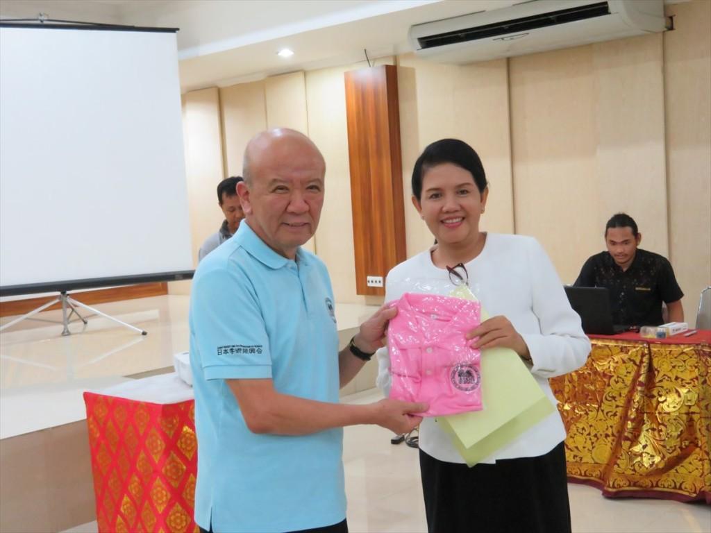 山下センター長とProf. Dr. Anak Agung Ayu Mirah Adi