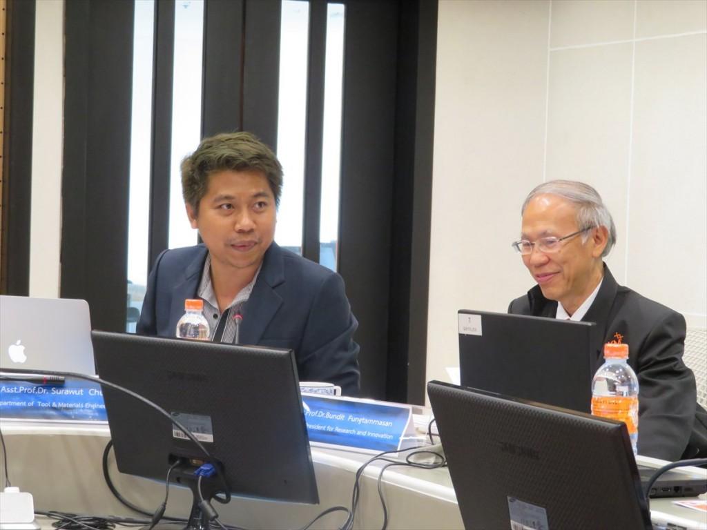 Asst. Prof. Dr. Surawut Chuangchote(左)