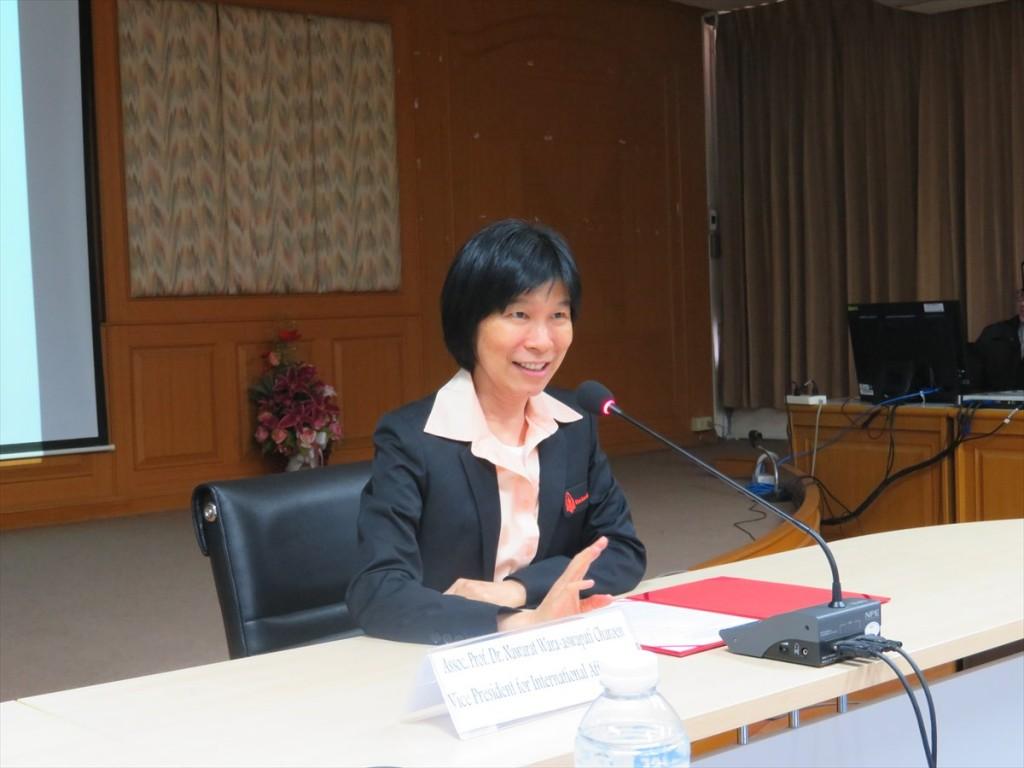 Assoc. Prof. Dr. Nawarat Wara-aswapati Charoen副学長(国際担当)