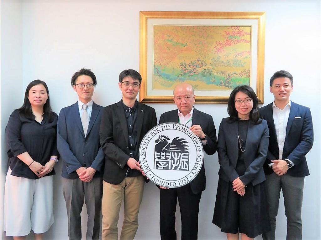 左から土肥国際協力員、渡邊准教授、日比野准教授、山下センター長、古屋副センター長、斉藤国際協力員