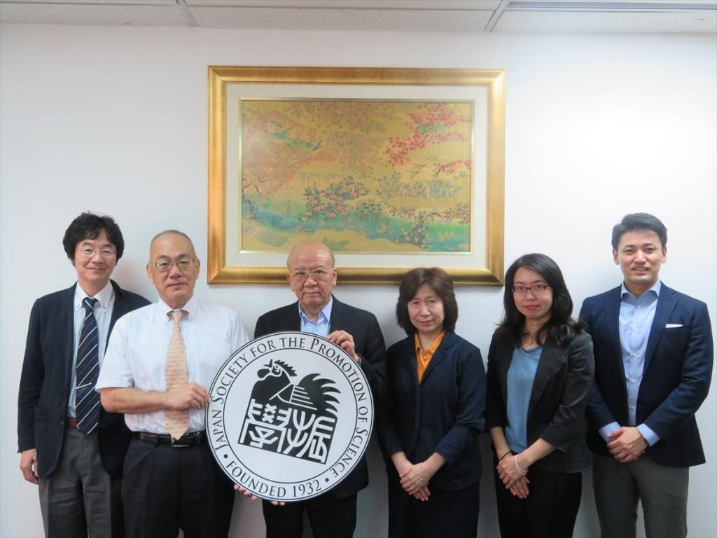 左から岸課長、箱田理事、山下センター長、竹内課長、古屋副センター長、斉藤国際協力員