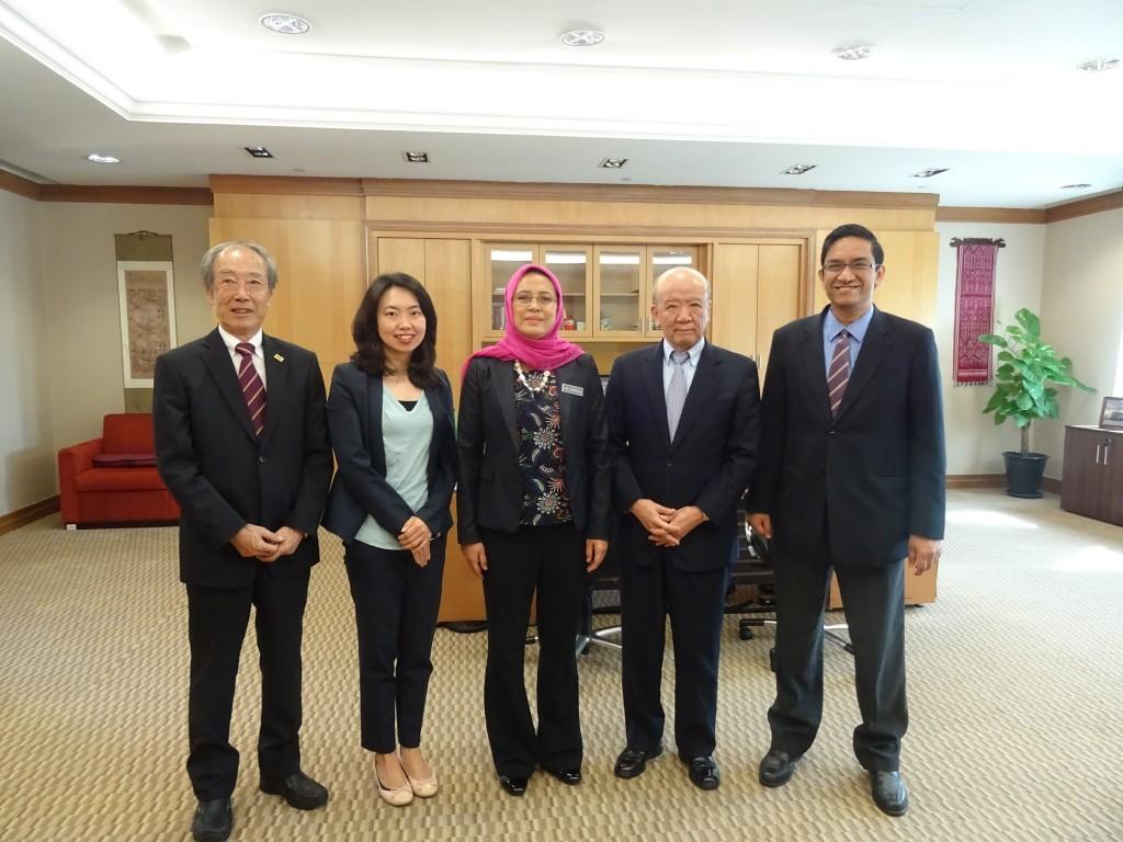 副田先生、古屋副センター長、Dr.  Siti、山下センター長、Dr. Rahman