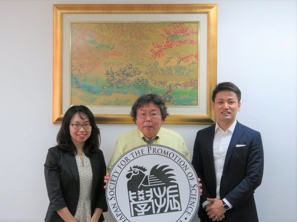 左から古屋副センター長、齋藤センター長、斉藤国際協力員