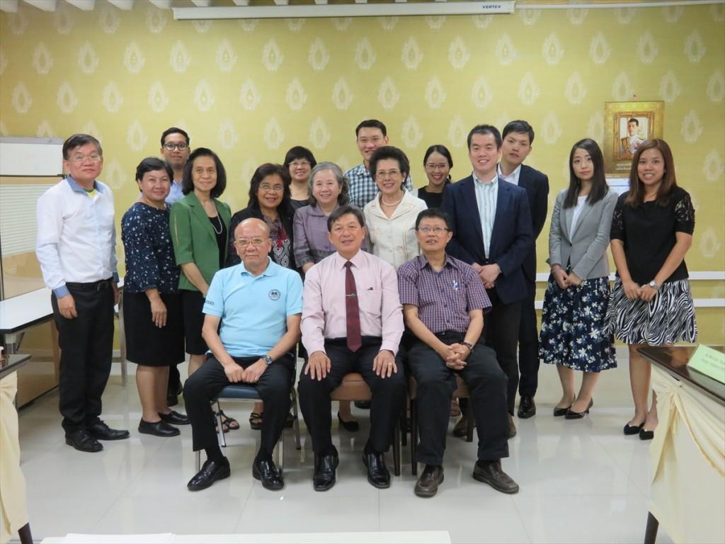 (前列左から)山下センター長、Danai会長、Porphant副会長