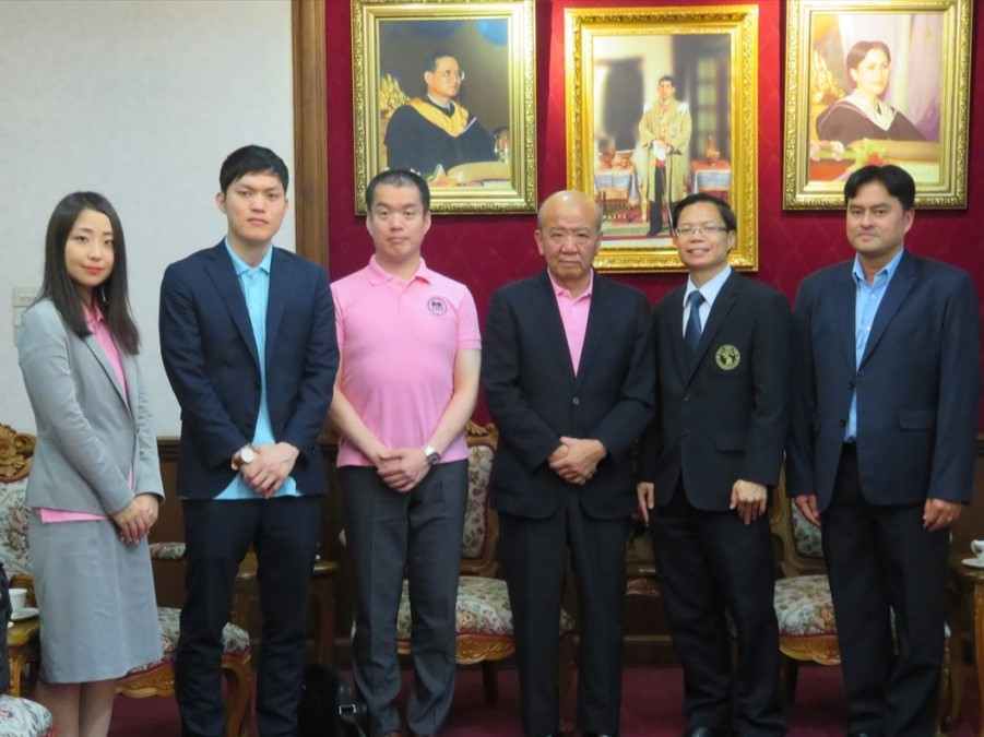 Dr. Piyapong Niamsub(右から2番目)