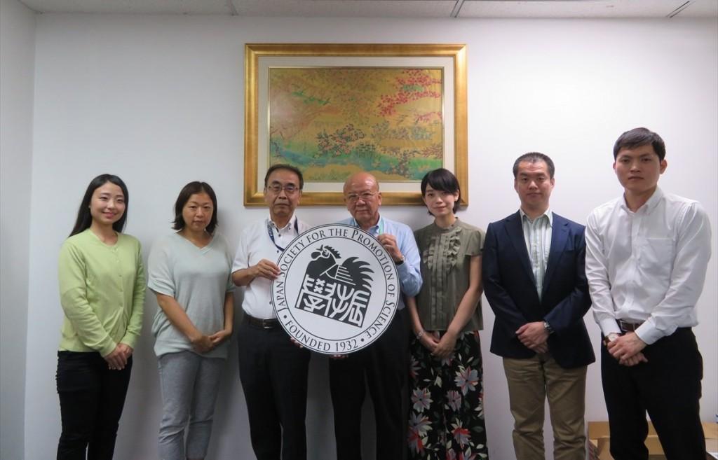 藤枝URA(左から2番目)、柴山所長(左から3番目)、馬場職員(左から5番目)