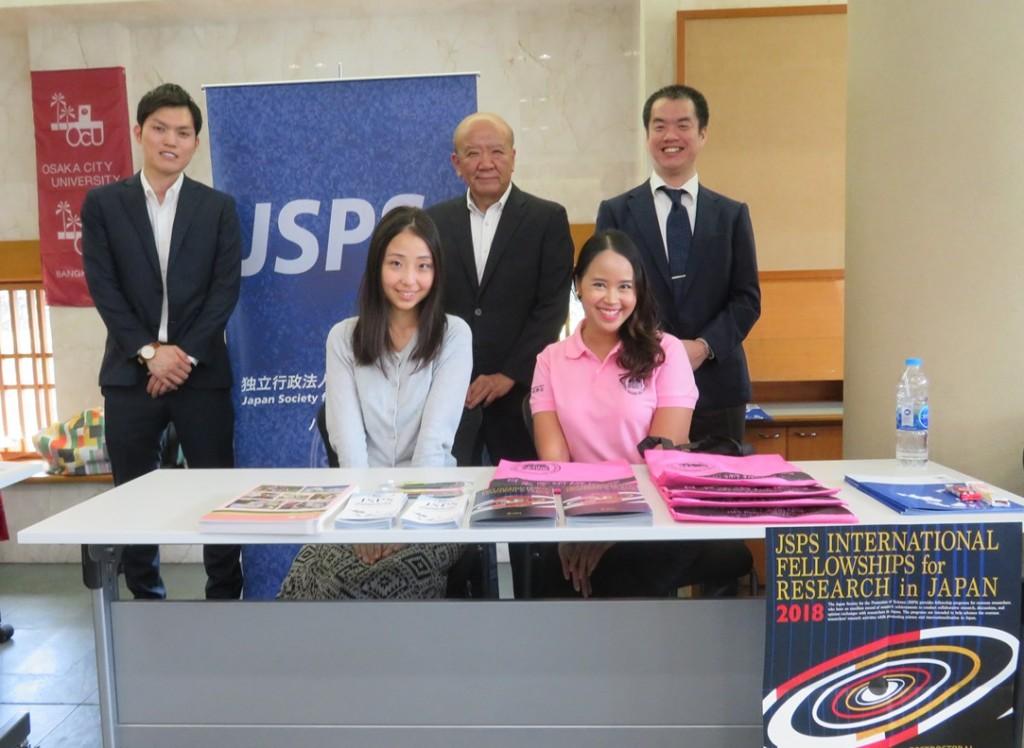 JSPSバンコク研究連絡センタースタッフ集合写真