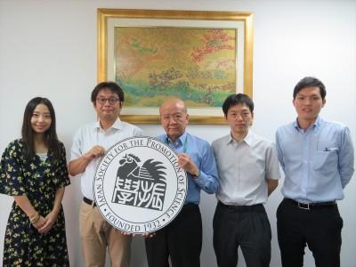 藤田准教授(左から2人目)、和田研究員(同4人目)