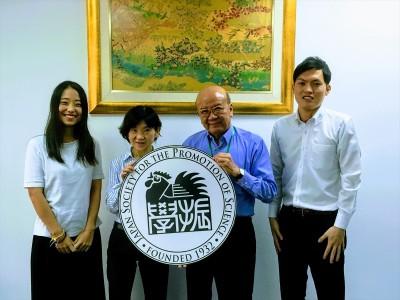 三森教授(左から2人目)