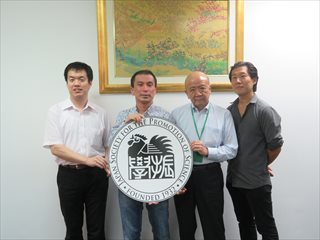 弘田准教授(左から2人目)、平松准教授(右端)
