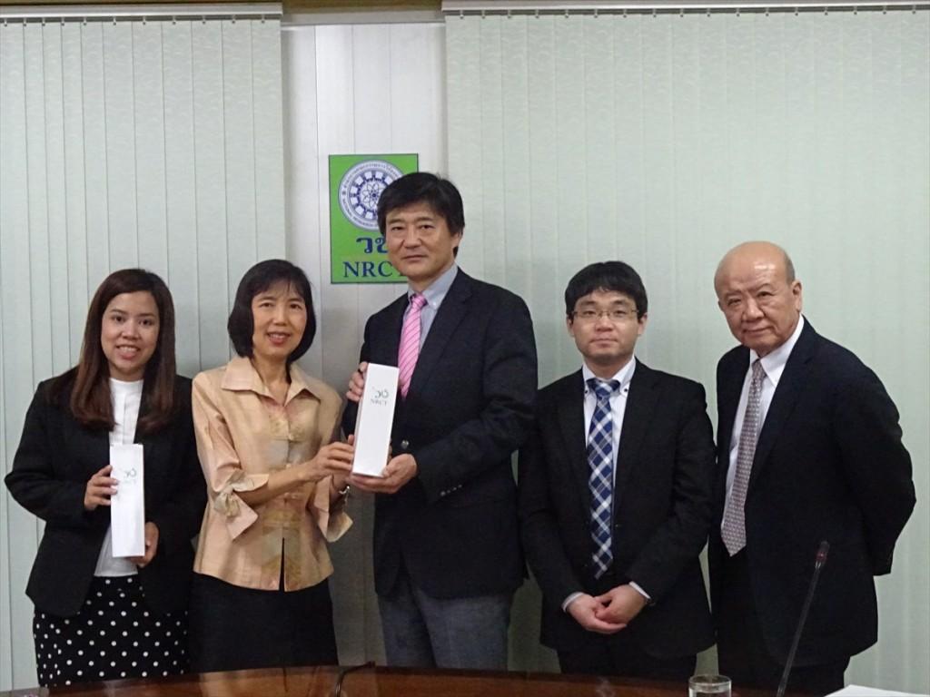 Ms. Arpar(左端)、Ms. Tiwa(左から2人目、NRCT国際事業部長)