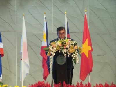 Dr. Chongrak Wachrinrat, Acting President, Kasetsart University