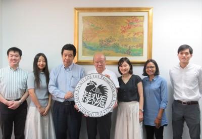 八木澤さん(左から3人目)、貝塚さn(同5人目)、Jessyさん(同6人目)