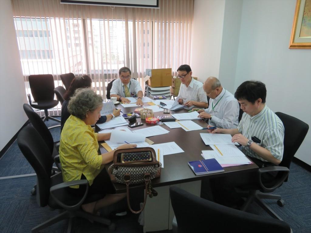 選考委員会の様子
