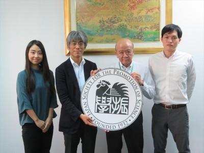 染谷課長(左から2人目)
