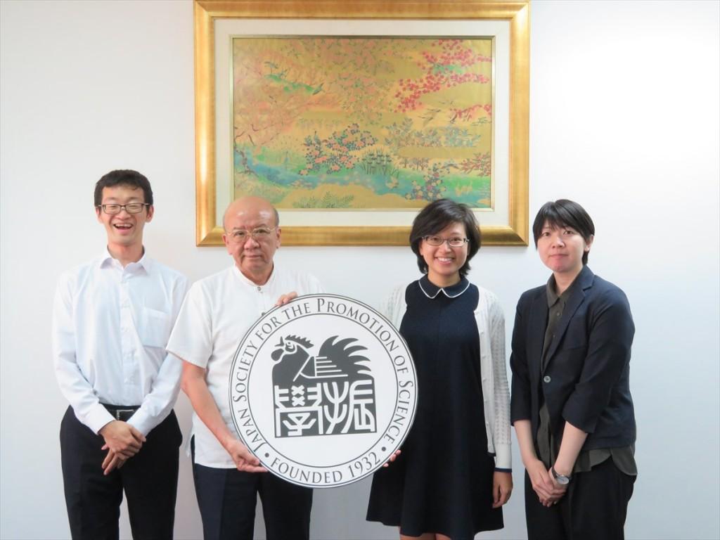 Nguyenさん(右から2人目)