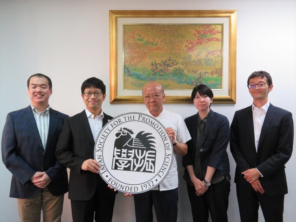 在タイ日本国大使館 久芳一等書記官(左から2人目)