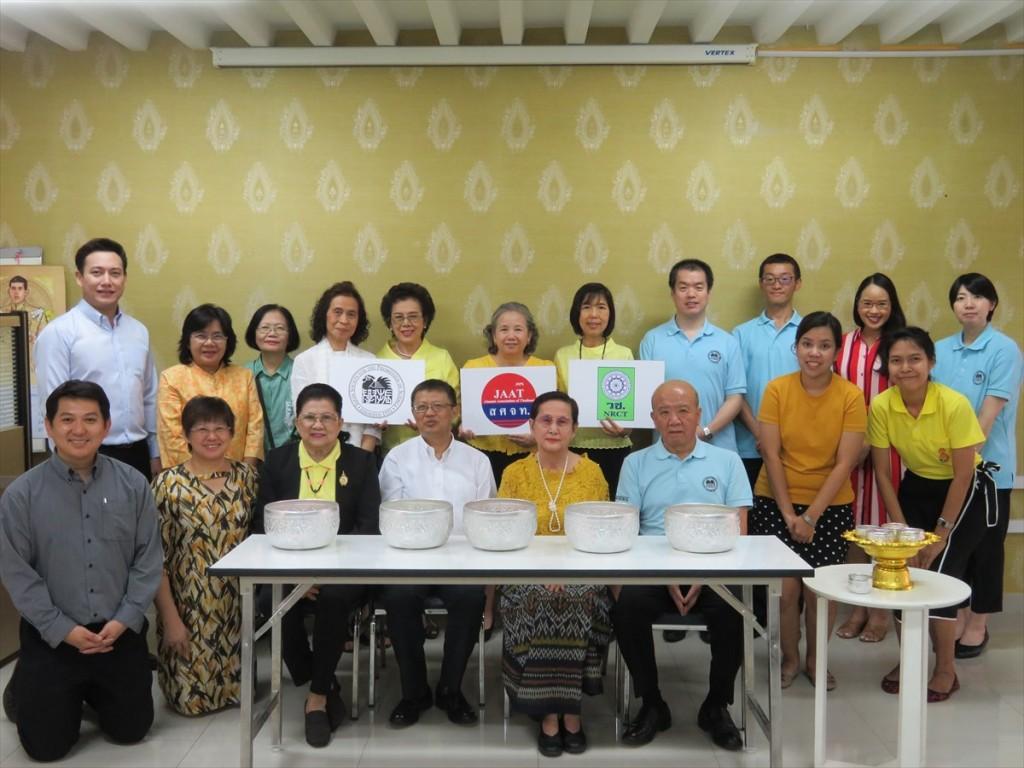 (前列左から)Jiraporn副会長、Porphant会長、Busba前会長、山下センター長