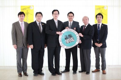 (From left) Drs Thanathip and Pathomthat (SWU), Prof. Eto (Meiji U), Prof. Yamashita and Mr. Yamada (JSPS)