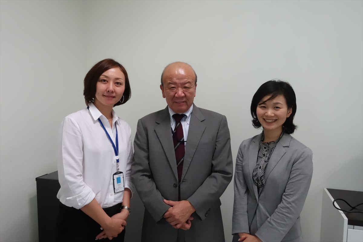 (From left) Ms. Kishida, Prof. Yamashita, International Program Associate