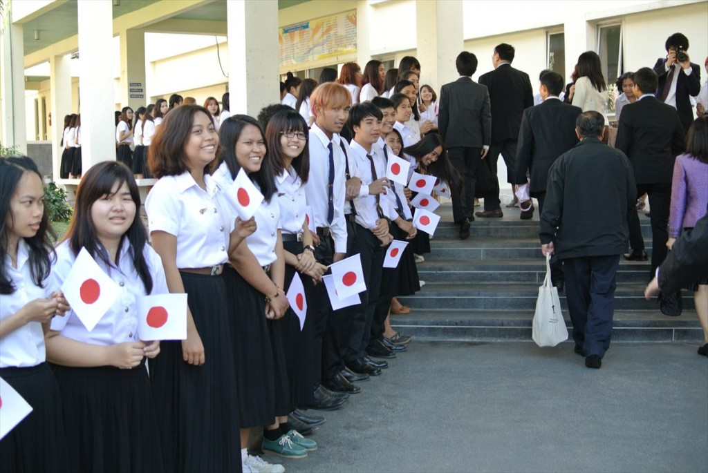 Students welcomed Japanese delegates members