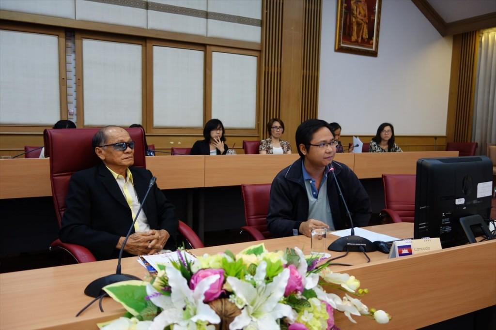 Associate Professor Rojchai Satrawaha and  lecturer  Weerachai Saijuntha